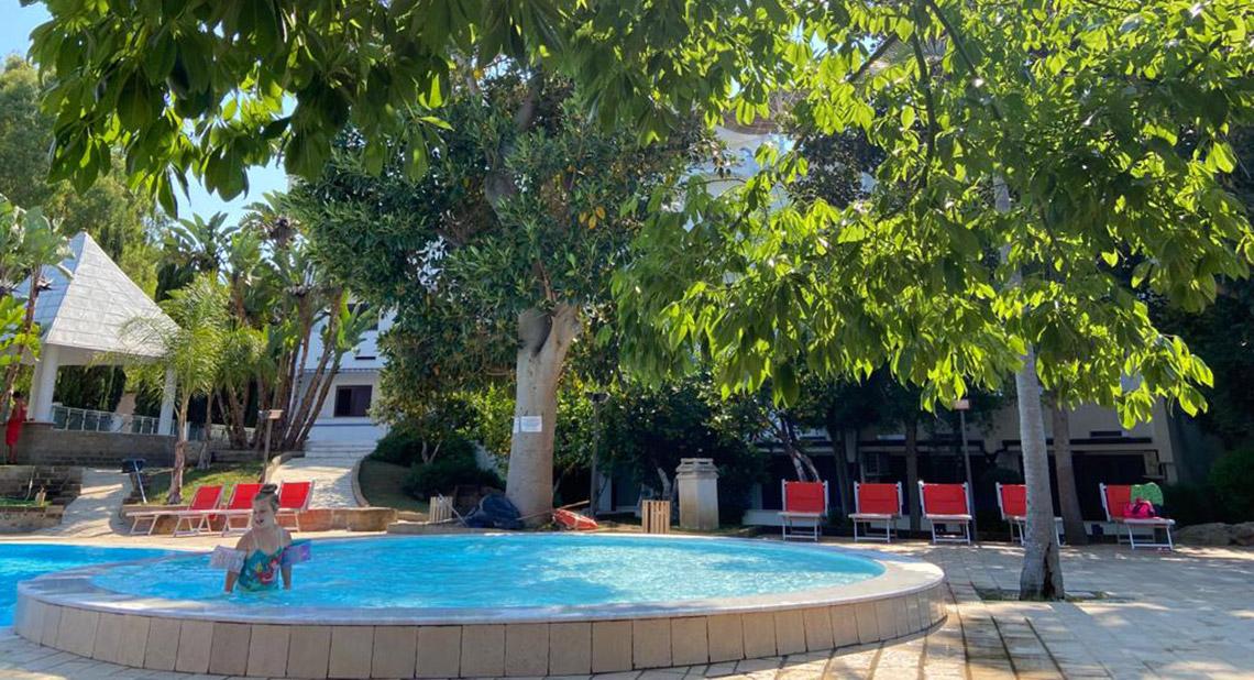 Hotel sul mare con piscina per vacanze con bambini a peschici in puglia valle clavia - Hotel sul mare con piscina ...